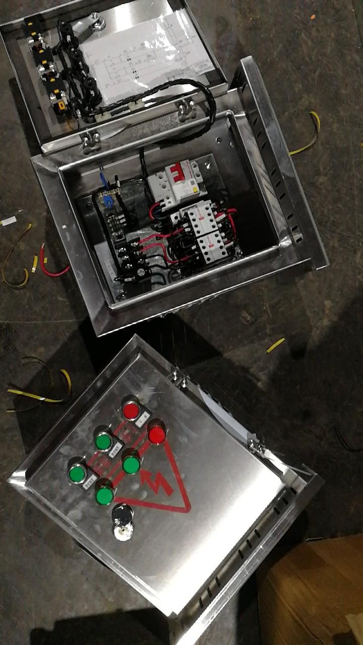 不锈钢控制箱.jpg